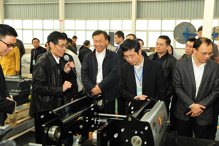 Hoisting machinery union leaders view Weihua Crane new type electric hoist workshop